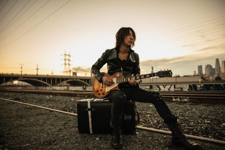 岡田裕介写真集出版記念トークショーにGLAY・TAKUROの出演が決定!